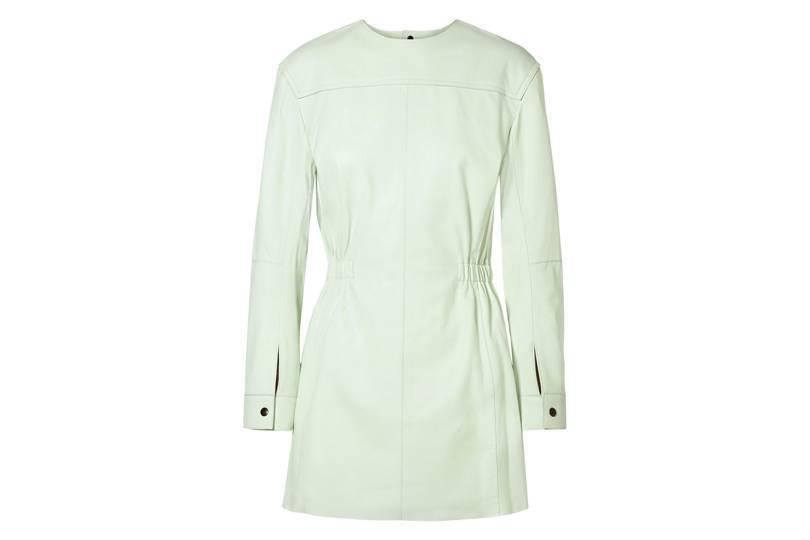 d6b788693374 Ενα λευκό μίνι φόρεμα είναι τόσο κλασικό και καλόγουστο που θα το φοράτε  για πολλά χρόνια. Το συγκεκριμένο είναι απο τον οίκο Isabel Marant και  κοστίζει ...