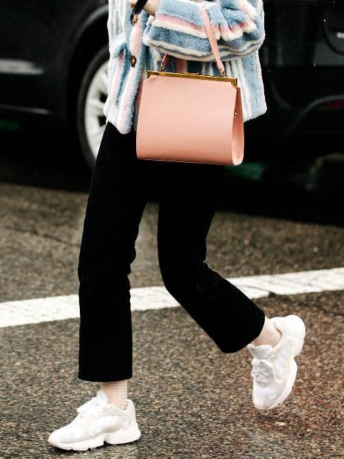 f9e19785412 Αυτά τα sneakers φοράνε όλες αυτό το φθινόπωρο - CityWoman