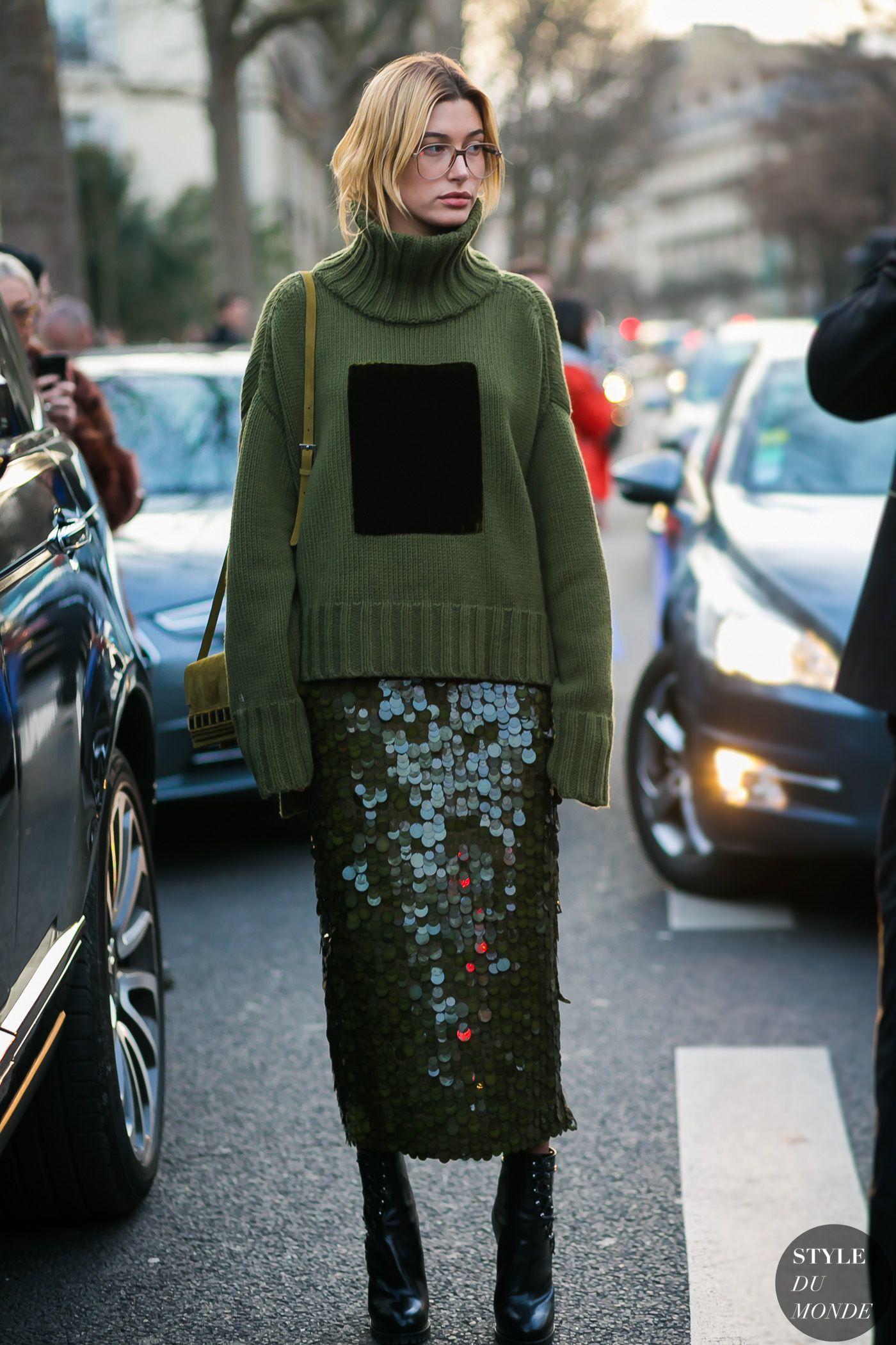 Ένα μακρύ φόρεμα με παγιέτες σε ασημί-γκρι απόχρωση θα κλέψει την παράσταση  και θα σας κάνει αυτόματα την