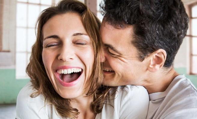 f441cdc8d4a Το χιούμορ είναι σαν τα παιδιά. Είναι διαφορετικά και το δικό μας νομίζουμε  ότι είναι το καλύτερο! Αν μια γυναίκα δεν ανταποκριθεί με αστείο τρόπο στα  ...