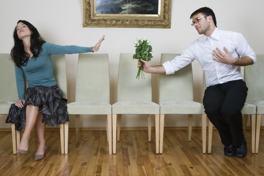 Τι σημαίνει αν ένας τύπος σου στέλνει μηνύματα μετά από ένα σεξ