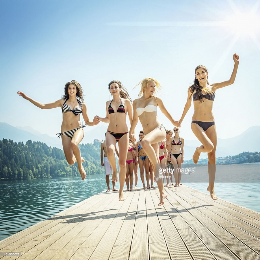 71d07517a8 Οι 4 διαφορετικοί τύποι γυναικών που θα συναντήσετε στις παραλίες ...