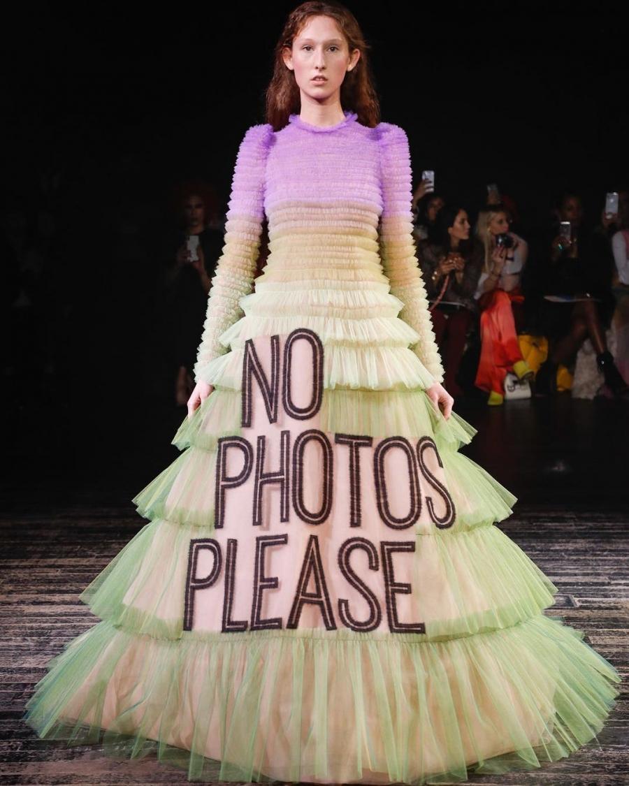 9c1c6786b5c9 Τα πιο εντυπωσιακά φορέματα απο την εβδομάδα μόδας στο Παρίσι ...