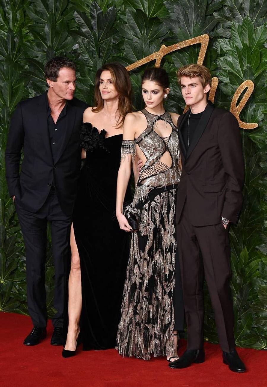 Τι φόρεσαν οι σταρ στα British Fashion Awards;
