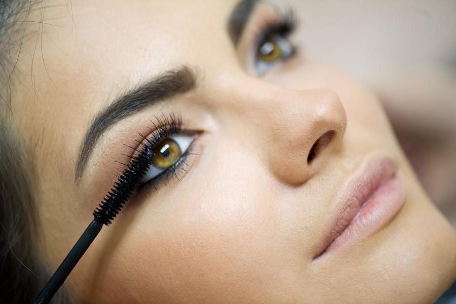 Mascara tricks -  4 τρόποι για βαθύ & έντονο βλέμμα