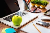 Office snacks: Ποιά να προτιμήσετε για να μη πάρετε κιλά