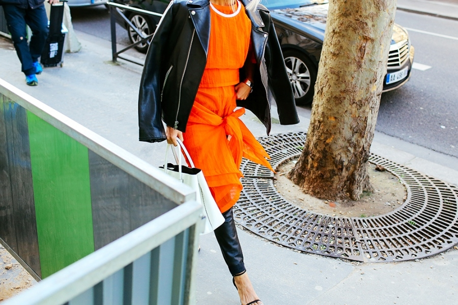 98b8ca07c242 Απίστευτη τάση – Φόρεμα φούστα πάνω από το παντελόνι! - CityWoman