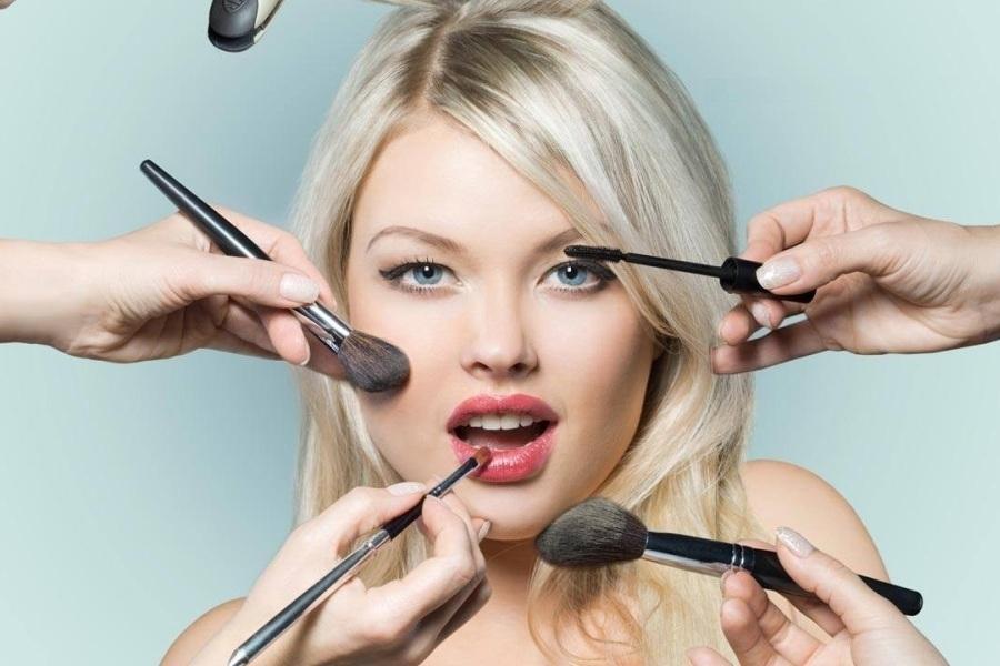 Ρεβεγιόν: Τέλειο μακιγιάζ μέχρι το άλλο πρωί - Έτσι θα το πετύχεις!