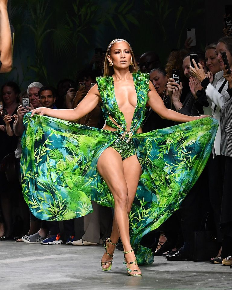 IH Jennifer Lopez εμφανίστηκε με το ίδιο σέξι φόρεμα 20 χρόνια μετά.